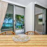 Hotel Pictures: Paringa Beachfront Apartment, Palm Cove