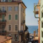 Old town apartments 1 min to the sea,  Nice