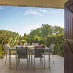 Bright apt / Pool / Parking / AC / Garden with Marina view, Villeneuve-Loubet