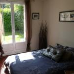 Hotel Pictures: Chambre cosy - Servon, Servon