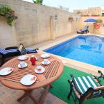 Ta' Bejza Holiday Home with Private Pool,  Xewkija