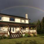 Hotel Pictures: Chocolate & Serenity B&B, Port Hardy