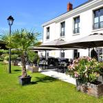 Hotel Pictures: AUBERGE DU CHÂTEAU BLEU, Tremblay En France