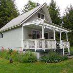 Hotel Pictures: The Cottage, Denman Island