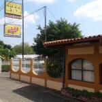 Hotel y Restaurante Charlies Bar BQ, León