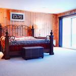7-Bed Waterfront Vacation Home with Hot Tub and Private Beach, Sainte-Lucie-de-Doncaster