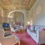 Maggio Frescoes Halldis Apartment, Florence