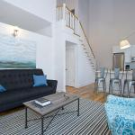 Two-Bedroom Apartment on North Damen Avenue 203, Chicago