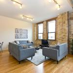 Three-Bedroom on North Damen Avenue 302, Chicago