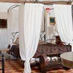 Hotel Pictures: Les Jardins du Village, Saint-Martin-de-Londres