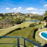 Hotel Pictures: Villa Crystal, Benahavís