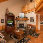 Another Day Inn Bearadise- Two-Bedroom Cabin, Pigeon Forge