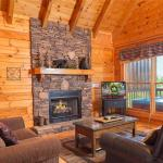 Aspen's Envy- Four-Bedroom Cabin, Pigeon Forge