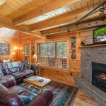 Cedar Creek Manor- Three-Bedroom Cabin, Sevierville