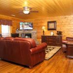 A Sweet Retreat- 8 Bedroom Cabin, Sevierville