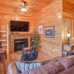 Holly Berry- Four-Bedroom Cabin, Pigeon Forge