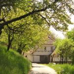 Holiday Barn,  Halabriné