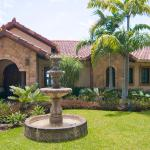 Villa Tesora, Coco