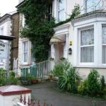 Hotel Pictures: Lynwood Guest House, Redhill