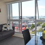 Cosy and Homey Two Bedroom Apartment with Stunning harbour views!, Auckland