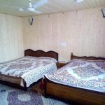 Houseboat New World, Srinagar