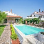 Villa Marinela, Tar