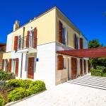 3-Bedroom Holiday home with Pool in Splitska/Insel Brač 6060,  Splitska