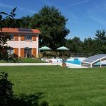 Hotel Pictures: Chambre d'Hôtes du Chemin des Vignes, Briennon