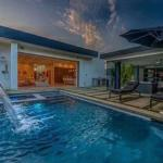Beverly Hills/WEHO Mansion with Heated Pool & Jacuzzi, Los Angeles