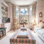 Delightful home off Northcote Road,  London