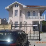 Villa Amili, Adler