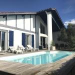 House Villa avec piscine : vacances au calme entre biarritz et bidart,  Bidart