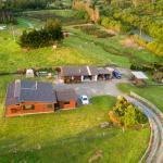 Kiwi Cabin and Homestay at Koru, Barrytown