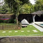 Omah Layyina Villa,  Warungmentong