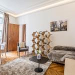 Chic Apartment for 4 Champs-Élysées Robert Estienne 2, Paris