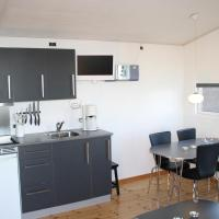 Hotel Pictures: Nibe Camping Rooms and Cottages, Nibe