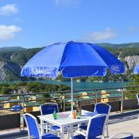 Hotel Pictures: Domaine Residentiel de Plein Air Les Berges du Lac, Le Lauzet-Ubaye