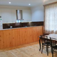 Hotellikuvia: Guest house in Nikortsminda Racha, Nikortsminda