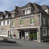 """Hotel Pictures: Hôtel de la Place """"Chez Fanny"""", Pont-dOuilly"""