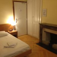 Single Room with Shared Shower and Toilet  and Park View