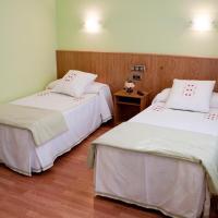 Hotel Pictures: Hostal Restaurante La Cepa, Cariño