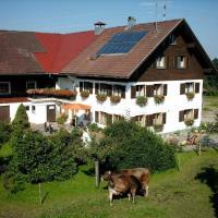 Hotelbilleder: Ferienhof-Fink-Ferienwohnung-Gaensebluemchen, Opfenbach