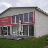Hotel Pictures: Valaste Guest house and Camping, Kohtla-Järve