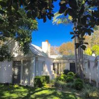 Hotel Pictures: Wisteria Cottage on the Lagoon/Beach, Copacabana