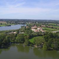Hotel Pictures: Pescalis Résidence Maisons du Lac, Moncoutant