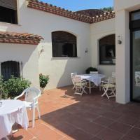 Фотографии отеля: Restaurante y Apartamentos Can Mora, Darnius