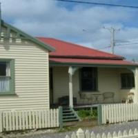 Hotel Pictures: McIntosh Cottages, Strahan