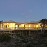 Hotel Pictures: White Sands Holiday Retreat, Island Beach