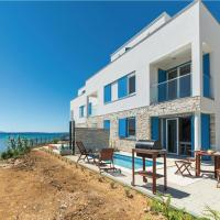 ホテル写真: Holiday home Nin-Privlaka 35 with seaview, プリヴラカ