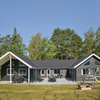 Hotel Pictures: Eight-Bedroom Holiday home Frederiksværk with a room Hot Tub 05, Melby